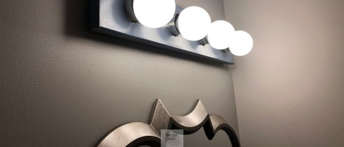 DIY Bathroom light and mirror in makeover