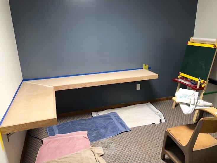 Corner floating desk